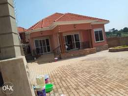 Kira, Avery nice four bedroom house for sale at 299m