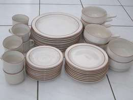 40 Piece Dinner Set [ New ]