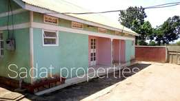 2 bedrooms 2 toilets in Bweyogerere at 400k