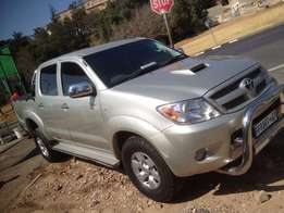Toyota hilux d4d 3.0 2006 model silver in colour 151000km R156000