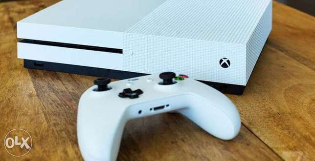 xbox one s + controller + battary & charger