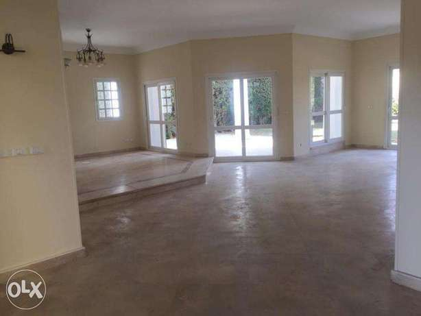 For rent villa 330m with kitchen & AC's at Beverly Hills Phase one