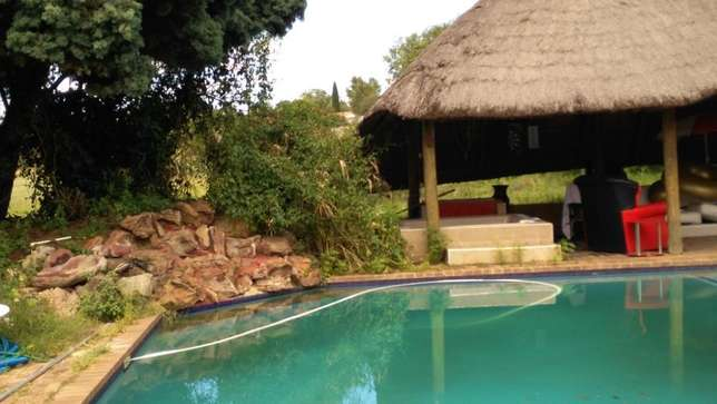 2 bed log Cabin on big property with pool, Jacuzzi, in Midrand Midrand - image 8
