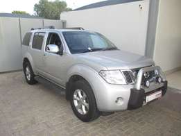 2010 Nissan Pathfinder 2.5 DCi LE A/T, Silwer, R259 950