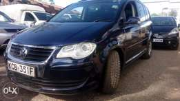 Volkswagen touran 2007 model 750k (ono).