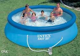 Portable inflatable swimming pool