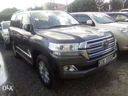 Toyota land cruiser v8 ZX 2016 just arrived Fully loaded with sunr