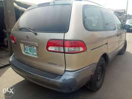 2002 Toyota Sienna (first body) for sale