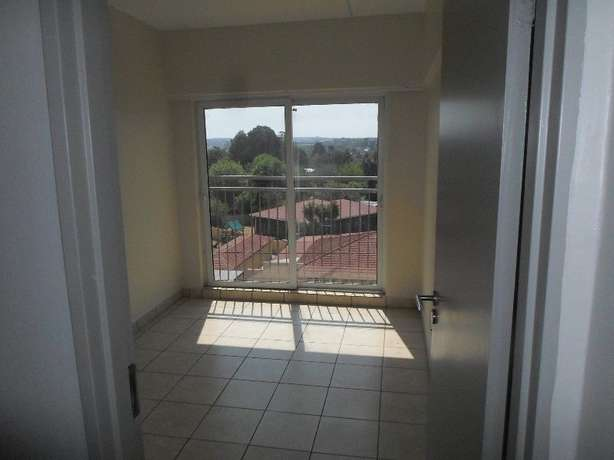 1 / 2 besroom appartment florida Roodepoort - image 5