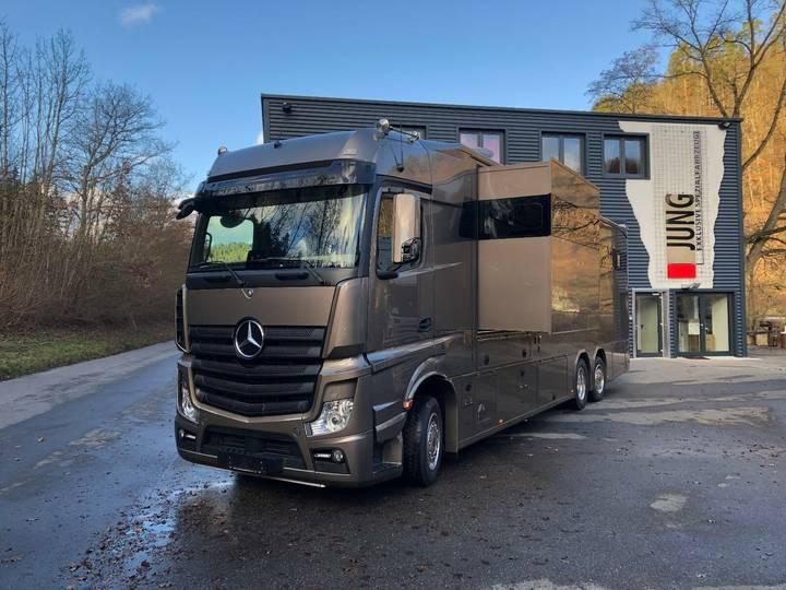 Mercedes-Benz Pferdetransporter - 2019