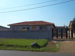 Three bedroom house in Rockville, soweto for sale, R1,1million