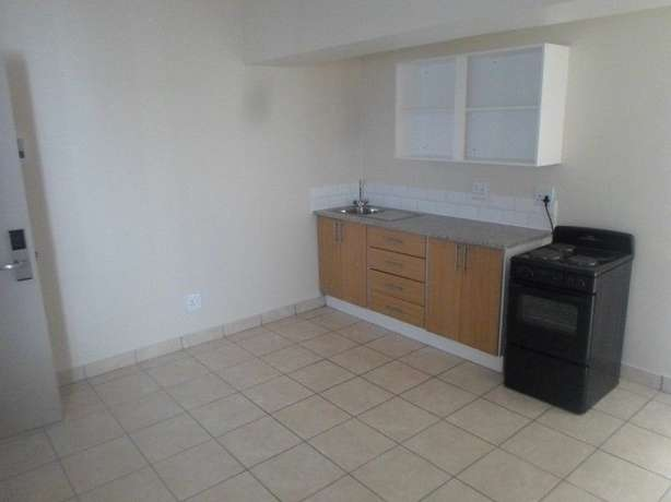 1 / 2 besroom appartment florida Roodepoort - image 8