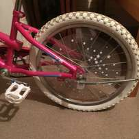 Girls Bicycle between 6 - 14 year olds - near immaculate condition