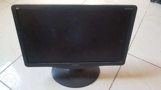 LED computer screen 19 inch clean excellent working for sale