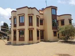 IMMACULATELY Presented 5 Bedroom HOUSE all ensuites bedrooms