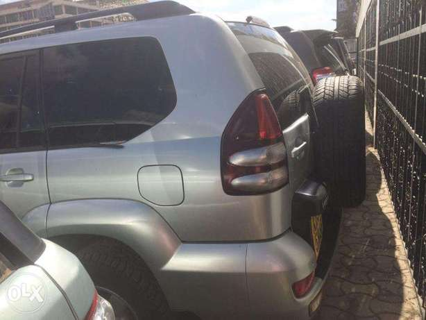 Toyota Prado 3000cc Diesel Automatic 4wd optional Clean Buy and drive Nairobi CBD - image 2