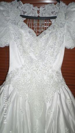 Весільна сукня зі шлейфом 5ee61dd67d92d