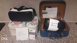 2 Samsung Gear VR glasses with case