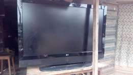 50'inches 75k LG LCD TV urgently for sale at agric-ikorodu