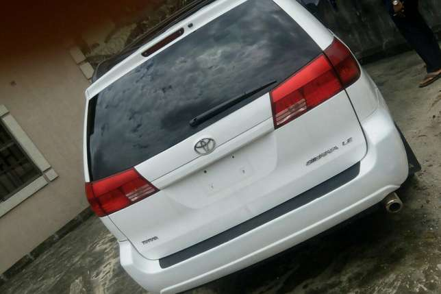Super clean Toyota sienna for sale Port-Harcourt - image 1