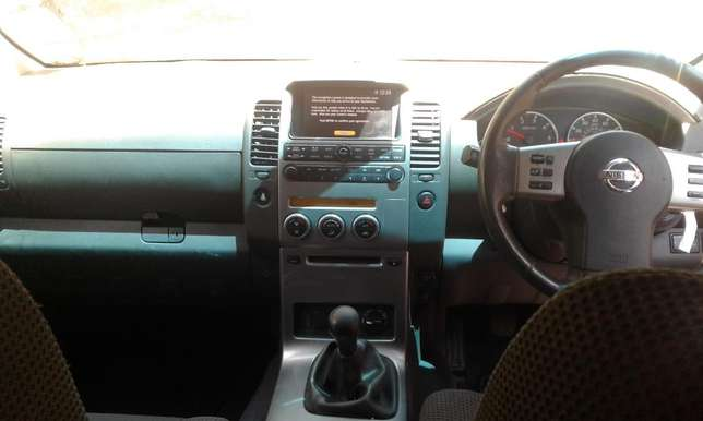 2006 Nissan Pathfinder Sport, manual 2.5L turbo diesel dCI engine, goo Karen - image 6