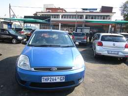 2006 FORD FIESTA,4 doors, factory a/c,cd player,central lockin