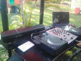 Turntable for hire with an experienced DJ for