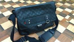 a GUCCI pure leather made in Italy men's crossbody bag