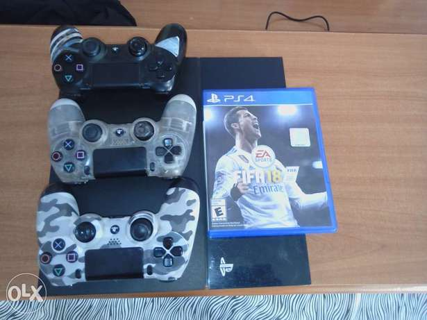 PS4, FIFA 18 and 3pads City Centre - image 1