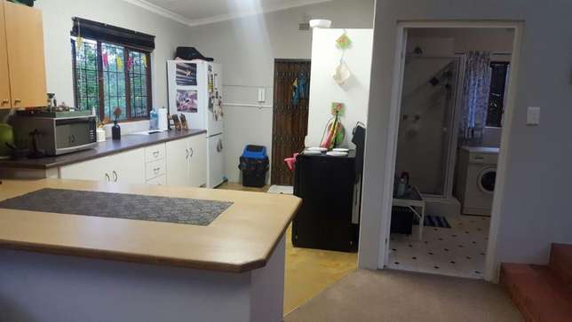 Spacious and Sunny Flat in Tranquil Area. Ideal Lock-up-and-Go. Kloof - image 2