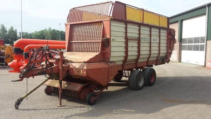 Strautmann opraapwagen