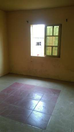3bedroom flat in scoutcamp challenge Ibadan South West - image 1