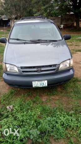 Toyota Sienna urgently for sell at affordable price in good condition Akure - image 1