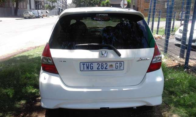 Honda Jazz 1.5 2006 Model 5 Doors Colour White Factory A/C & C/D Play Johannesburg - image 4