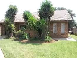Duet to rent in Booysens - N985