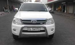 Toyota fortuner 4.0 V6 white in color auto 2006 model 166000km R175000