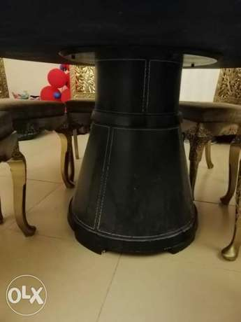 6 wooden Hand made chairs with round table الرياض -  3