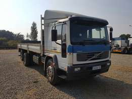 2006 Volvo FL250 with tag axle