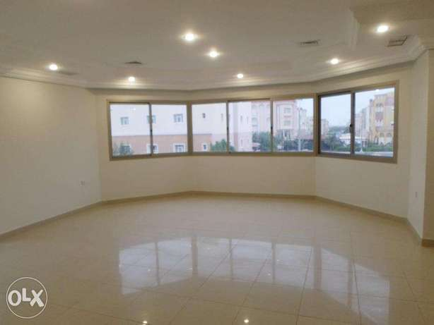Super 4 bdr floor in mangaf w/balcony.