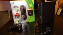 xbox 360 slim with over 30 games