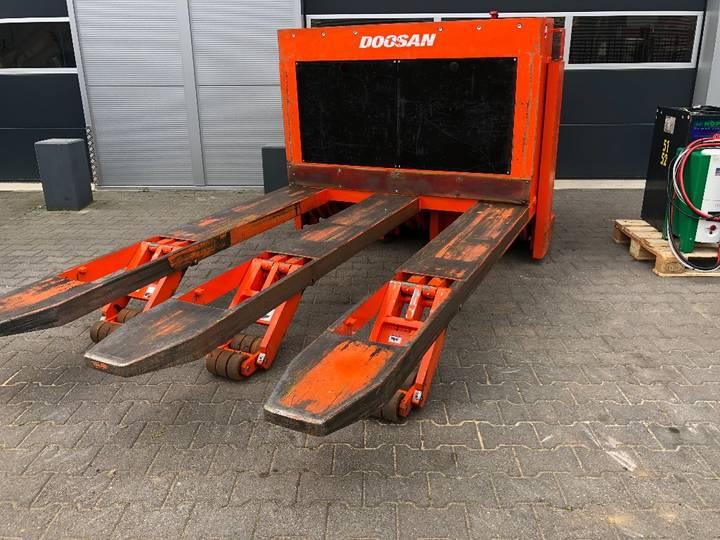 Doosan LEHF 75D Palletwagen - image 19
