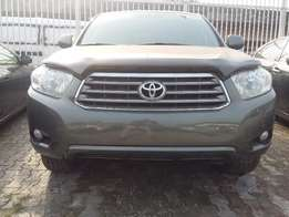 A Super Clean 2009 Toyota Highlander Limited
