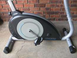 Infiniti exercise bike with 16x Resistance levels.R2650