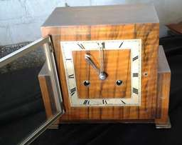 old mantle clock in working condition
