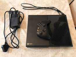Xbox one 500gb with all accessories and 2 games