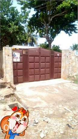 i need a single room with porch or bath Old Dansoman - image 1