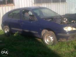 renault megan. completebody or stripping for spares from 100