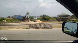 6plots of directly on the major road in bayelsa