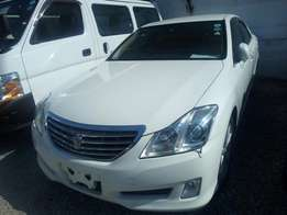 Toyota Crown Royal Saloon Pearl White KCM