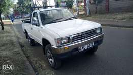 Toyota Hirax pickup manual local 4wd diesel asking 1.3m